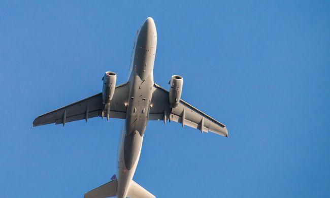 Vécépapírba csomagolt, halott babát találtak a repülőn