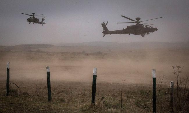 Új fegyverek az Iszlám Állam ellen: készen állnak az Apache-ok