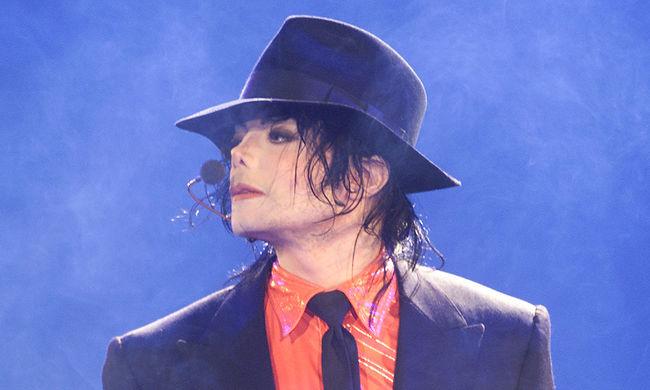 Hat éve halott: eladási rekordot döntött Michael Jackson
