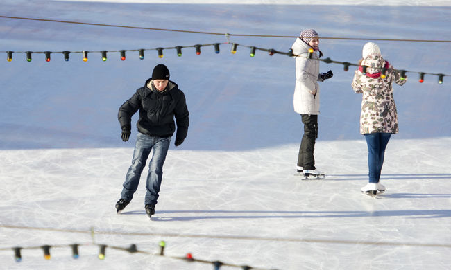 Veszélyes a jég a Balatonon, nem lehet korcsolyázni