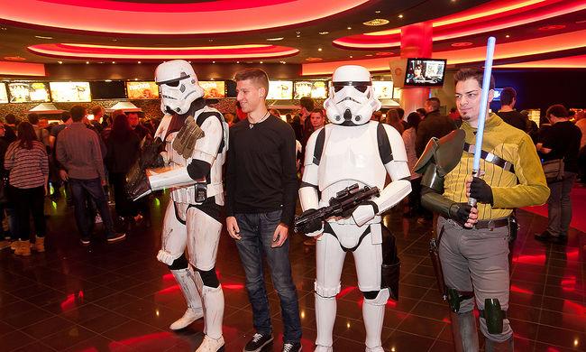 Rekord: 12 nap alatt hozott egymilliárd dollárt a Star Wars