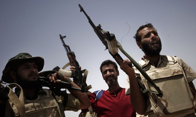 200 katonai kiképzőt küldhetnek Líbiába