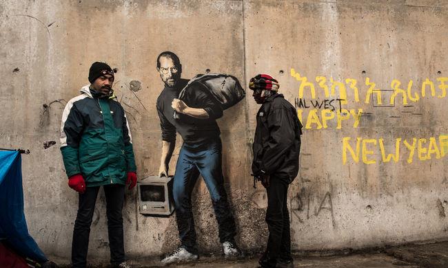 Üzletet csináltak Banksy graffitijéből a migránsok, amellyel mellettük állt ki a művész