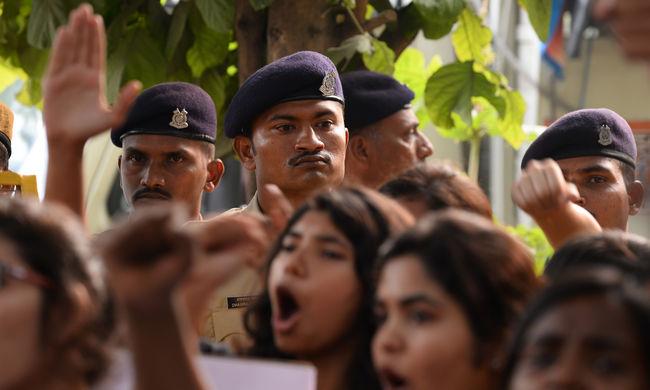 Kiengedtek egy brutális gyilkost Indiában azért, mert fiatalkorú