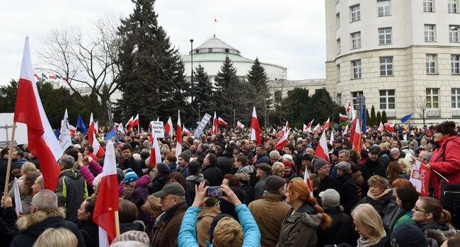 20 városban tüntettek a kormány ellen