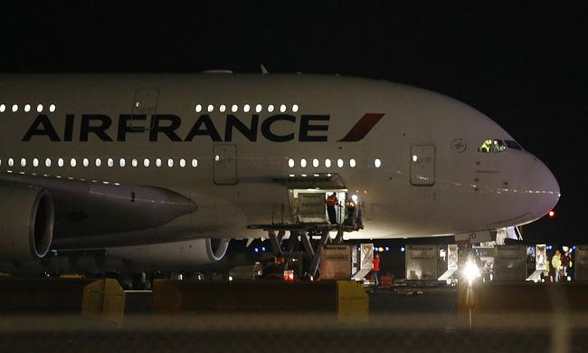 Bombaveszély miatt volt riadó a repülőn