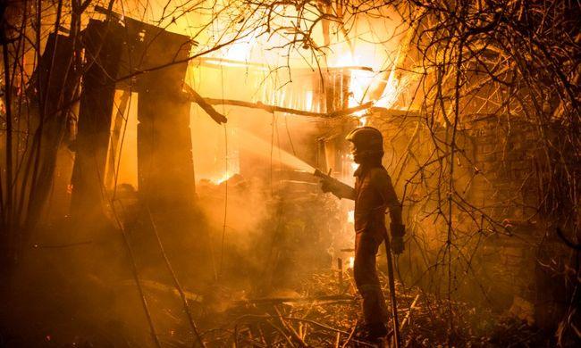 Felgyújtották az erdőt, lángokban álltak a házak
