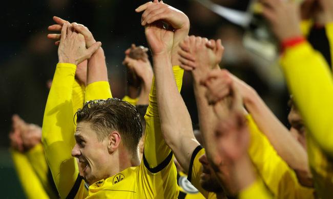Így adják elő a Dortmund sztárjai a Jingle Bellst - videók