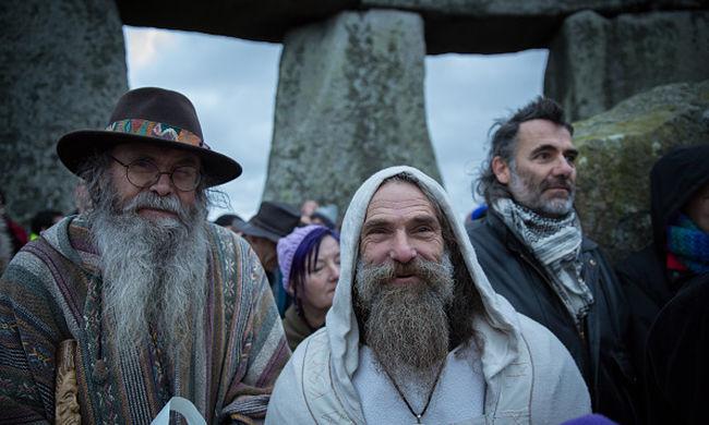Druidák ünnepeltek a leghosszabb éjszakán a Stonehenge-nél