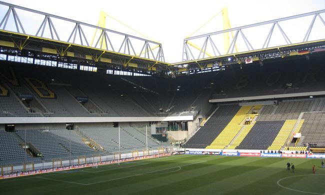 Meztelenül focizott a Dortmund stadionjában egy szurkoló, letartóztatták