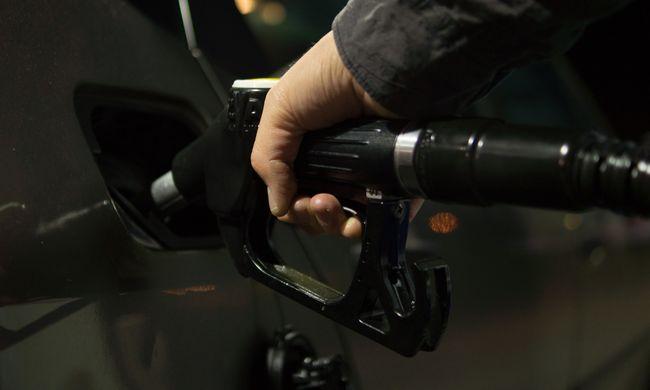 Fontos hírünk van az autósoknak: most sok pénz maradhat a tárcájukban