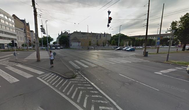 Három autó karambolozott Debrecenben, ketten megsérültek