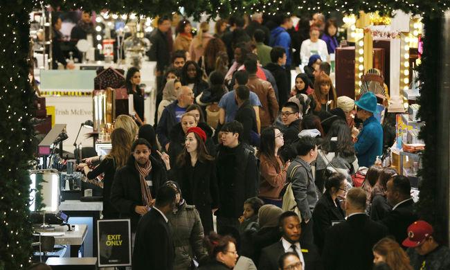 Roham a boltokban: a vásárlást ünneplik Nagy-Britanniában