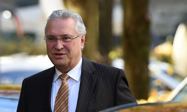 Magyarország jól védi a schengeni határt, mondja a bajor belügyminiszter