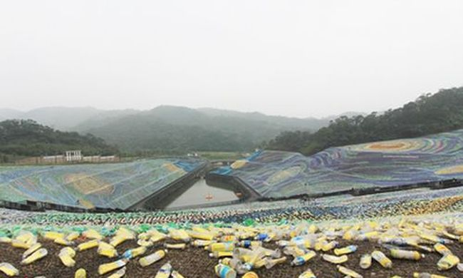 Nézze meg: műanyag palackokból rakták ki Van Gogh festményét