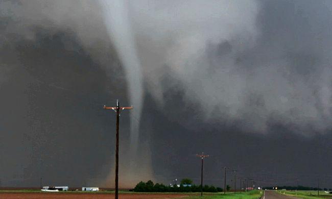 Tornádók, özönvíz és hőség - őrült időjárással küzd Amerika