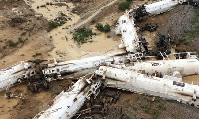 Sokkal durvább volt a katasztrófa: majdnem egymillió liter kénsav volt a vonaton