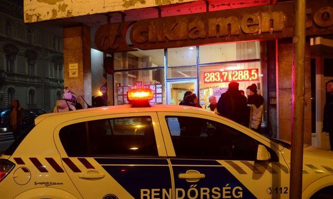 Fegyveresek raboltak ki egy győri utazási irodát