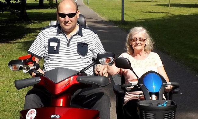 Anyjának nézik a 25 évvel idősebb feleségét, a férfi állítja boldog a 70 éves nővel