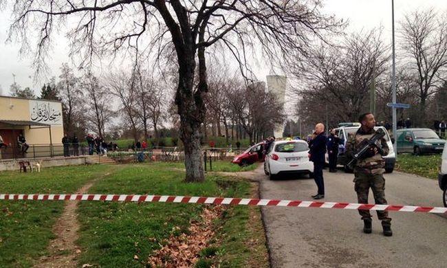 Lövöldözés egy francia mecsetnél, többen megsérültek