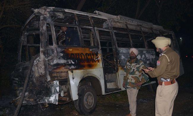 Súlyos buszbaleset: 12 halott