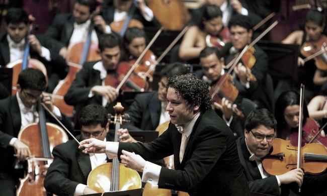 Az eddigi legfiatalabb karmester vezényli jövőre a bécsi újévi koncertet