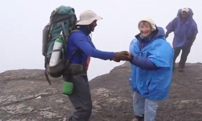 Guinness-rekord: a hegy tetején táncolt 86 évesen