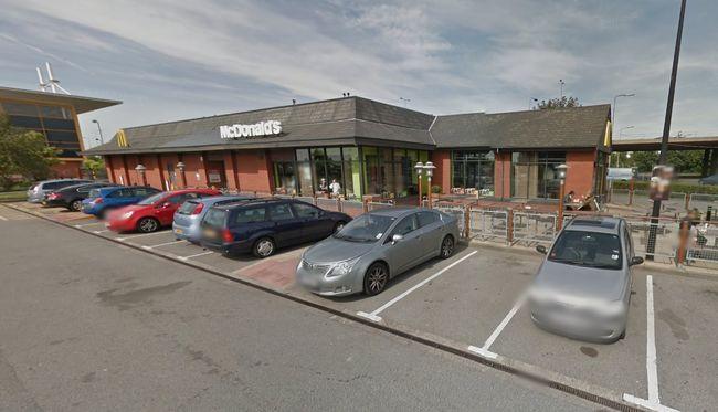 Lövöldözés volt egy gyorsétterem parkolójában