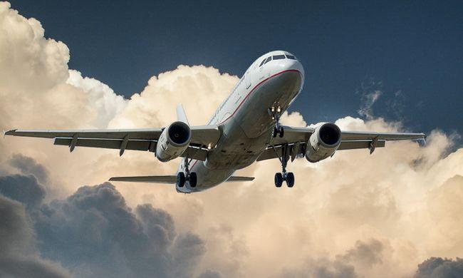 Rendetlen utas miatt hajtott végre kényszerleszállást egy repülőgép