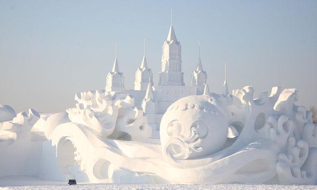 A világ legnagyobb hókastélyát építették meg