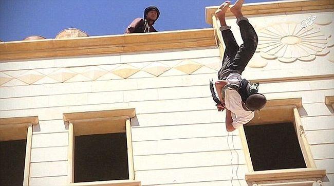 Megerőszakolta a parancsnoka a 15 éves fiút, az Iszlám Állam a fiút végezte ki