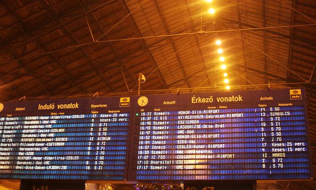 600 utas rekedt a fagyok miatt leállt vonaton