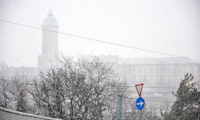 Havazás, ónos eső és jég az utakon - ez várható mára