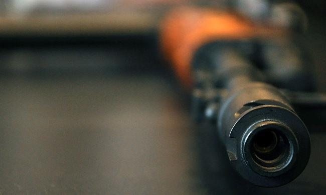 Eladták a felkelőknek szállított amerikai fegyvereket - sportkocsikat vettek a pénzen
