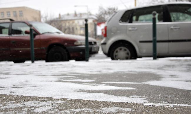 Sok a baleset, az útra fagyhat az olvadó hó