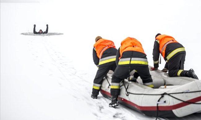 Jégőrség a Velencei-tónál: veszélyes a jégre menni