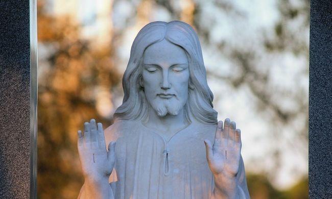 Temetőből lopott Jézus szobrokkal akarta díszíteni otthonát
