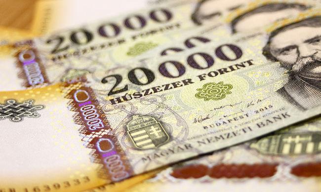 A 100 leggazdagabb magyar: minden egyes kiadványból kitéptek egy oldalt