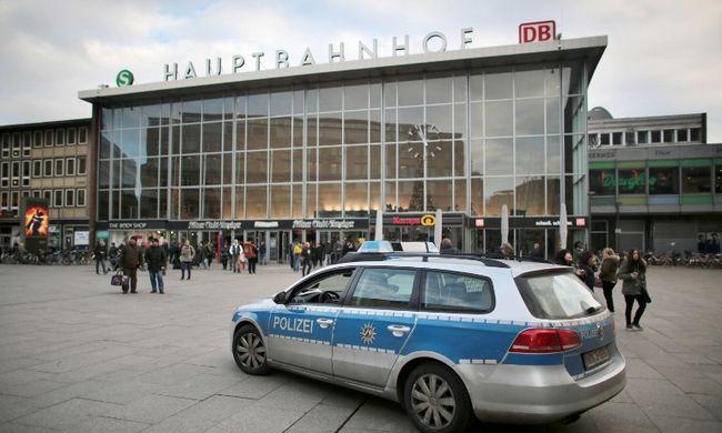 Válságtanácskozás Kölnben a nőkre támadó arab banda miatt