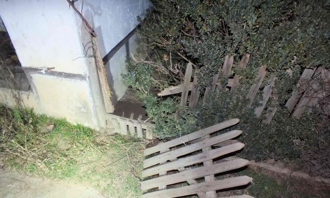 Kerítésen másztak ki a betörők, amikor a rendőrök elkapták őket