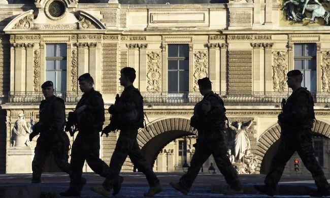 A párizsi merényletek óta kevesebben mennek a Louvre-ba