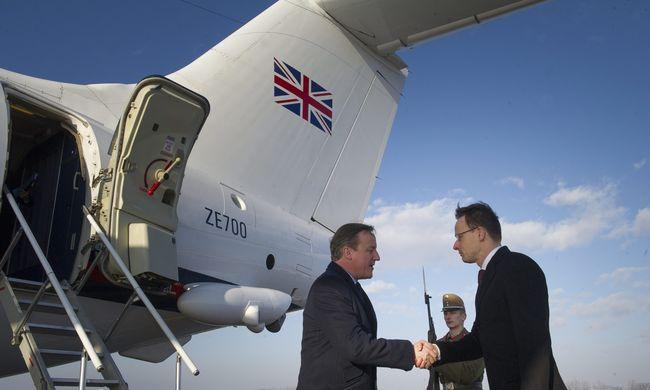 Megérkezett David Cameron Budapestre