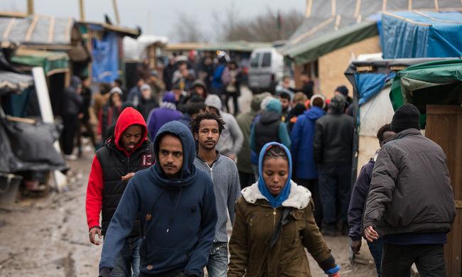 Gyalog indultak útnak migránsok Görögországban