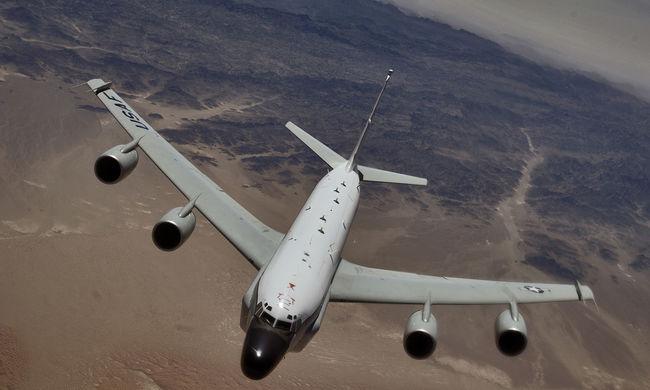 Veszélyes manőver: majdnem egymásnak ütközött két repülő