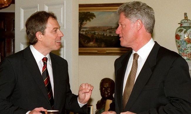 Lábra vizelésről beszélt Clinton és Blair