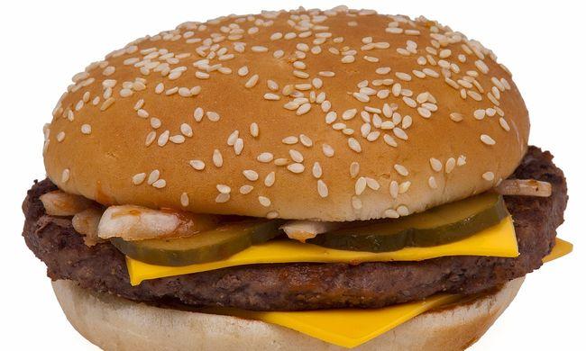 Hat hamburgert rendelt a gyorsétteremben a 16 éves lány, lekövérezték és kinevették a dolgozók