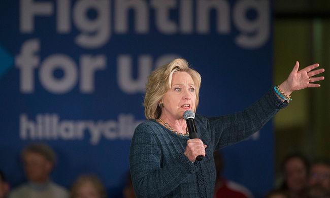 Táncolt és imádkozott Clinton, nagy a tét a keddi előválasztáson
