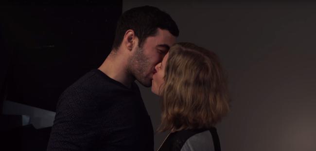 Izraeli és palesztin párok csókolóznak tiltakozásként - videó