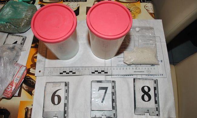 Másfél kilogramm drogot találtak egy házkutatáson