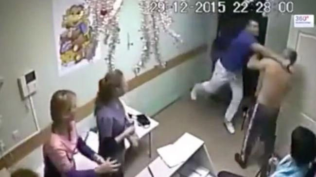 Megrázó felvétel: halálra verte az orvos a beteget a kórházban